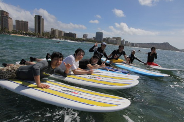 Surfer Girl Academy surf school - Group Lesson