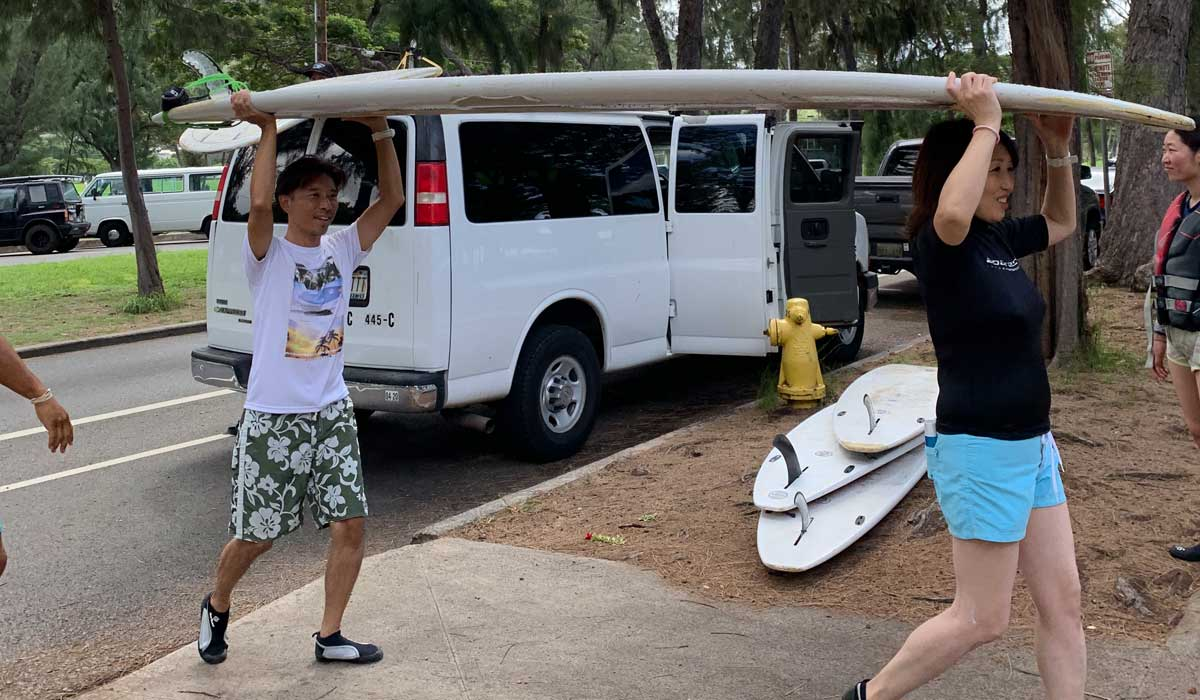 Arriving to the beach with Surfer Girl Academy surf school.