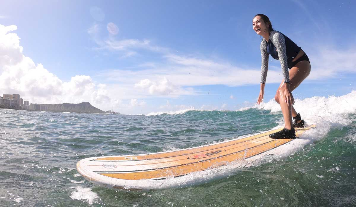 Let's surf with Surfer Girl Academy surf school in Honolulu, Hawaii.